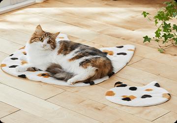 お昼寝タイムもズレないから安心!ひとまわり小さい猫顔シール付き。